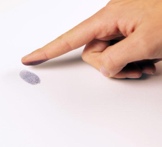 181112_Fingerabdruck_mit_Hand_jh